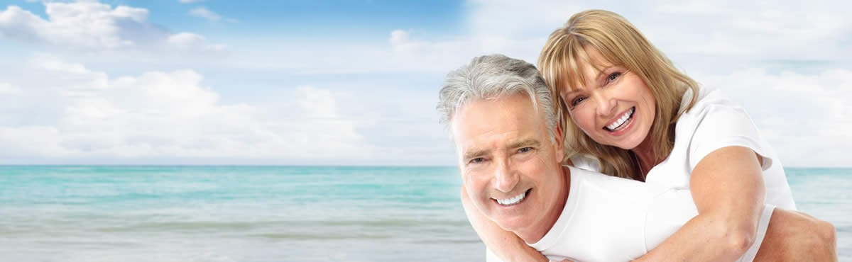 boomer-couple-on-beach-crop-1200×370